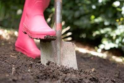 Как правильно закончить сезон в огороде, осенняя перекопка